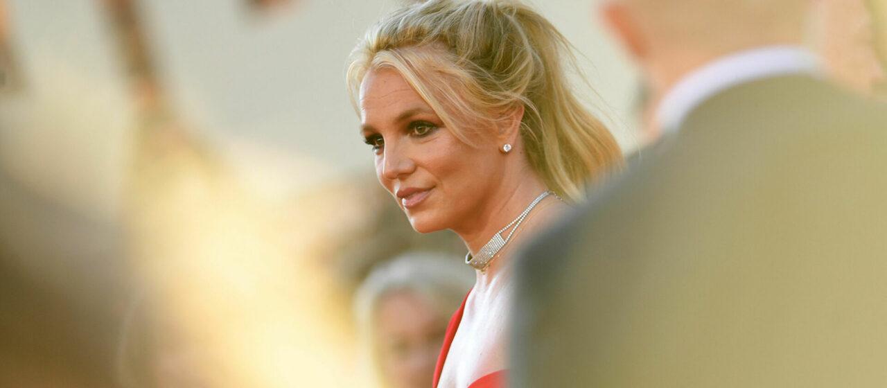 Бритни Спирс удалила инстаграм после сообщения о помолвке